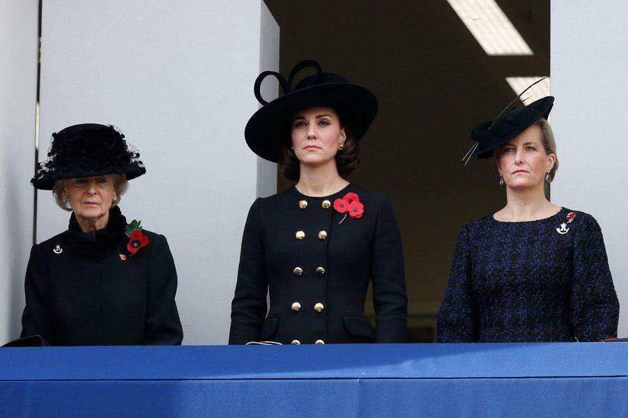 La duchesse Catherine de Cambridge et la comtesse Sophie de Wessex, avec la princesse Alexandra de Kent, à Londres, le 12 novembre 2017