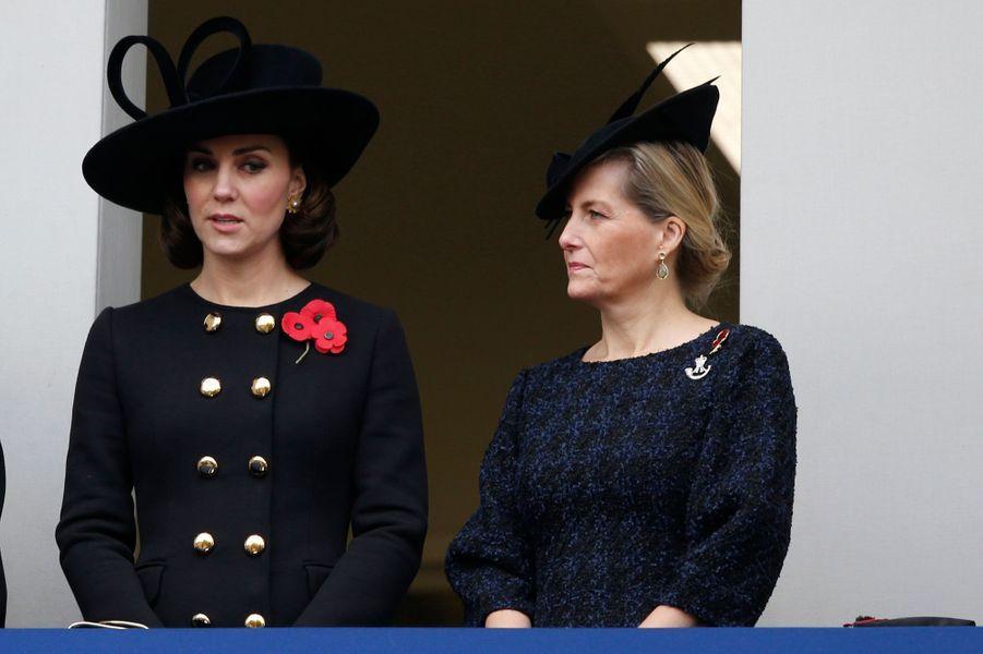 La duchesse Catherine de Cambridge et la comtesse Sophie de Wessex à Londres, le 12 novembre 2017