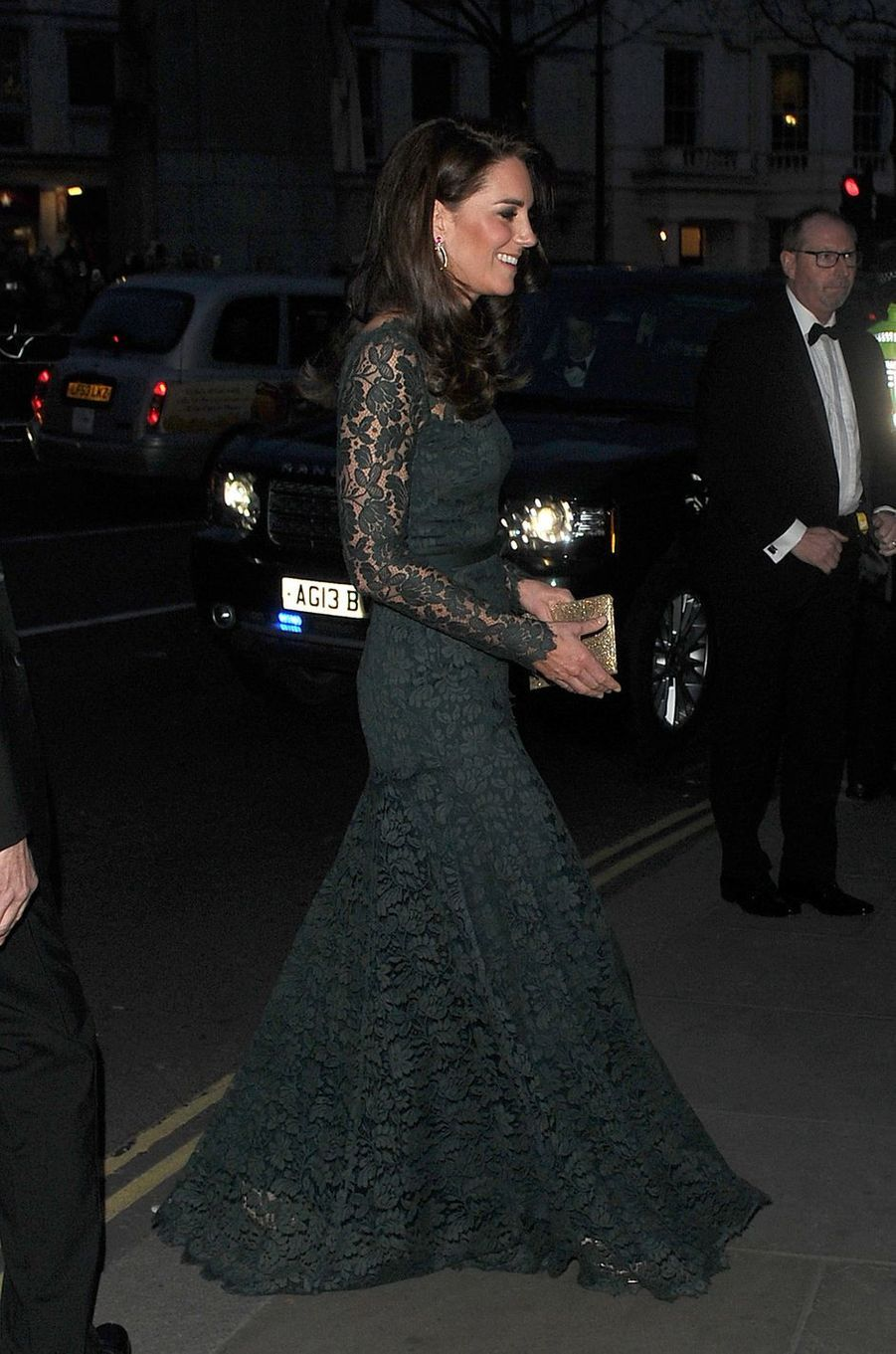 La duchesse de Cambridge, née Kate Middleton, dans une nouvelle robe Temperley London à Londres le 28 mars 2017
