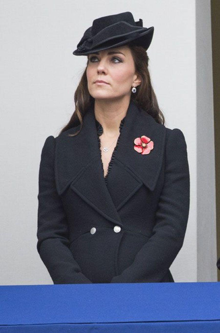 Kate, une fleur parmi les coquelicots