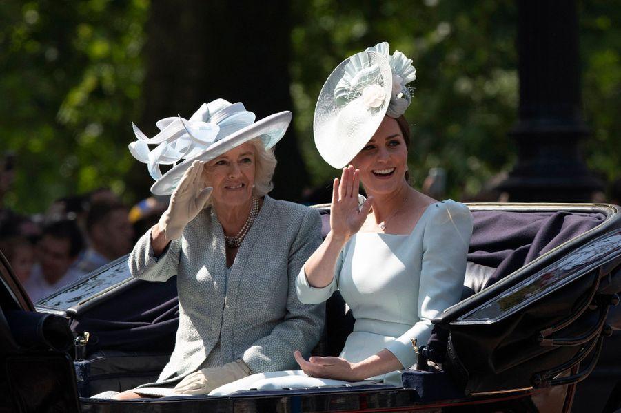 La duchesse Catherine de Cambridge, avec la duchesse de Cornouailles Camilla, à Londres le 9 juin 2018
