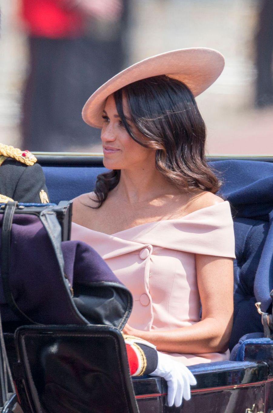 Meghan, la duchesse de Sussex, en Carolina Herrera, à Londres le 9 juin 2018