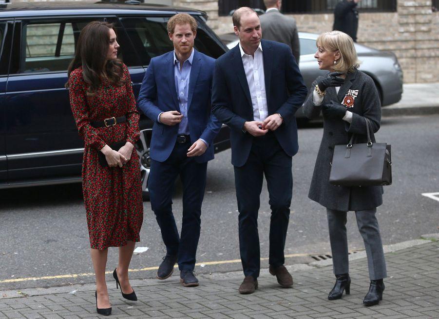 Kate, William Et Harry Fêtent Noël Avant L'heure 26