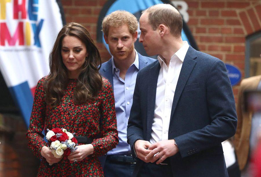 Kate, William Et Harry Fêtent Noël Avant L'heure 34