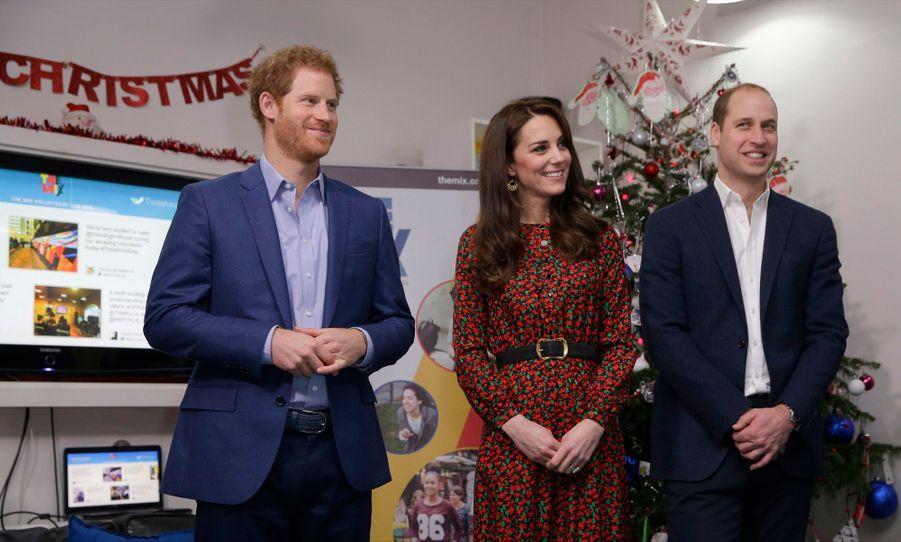 Kate, William Et Harry Fêtent Noël Avant L'heure 37