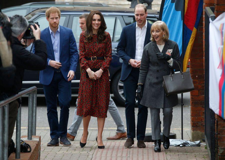 Kate, William Et Harry Fêtent Noël Avant L'heure 7