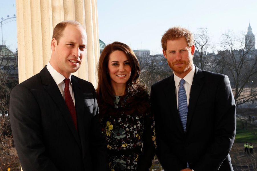 """Kate, William Et Harry Défendent """"Heads Together"""" En Vue Du Marathon De Londres 16"""