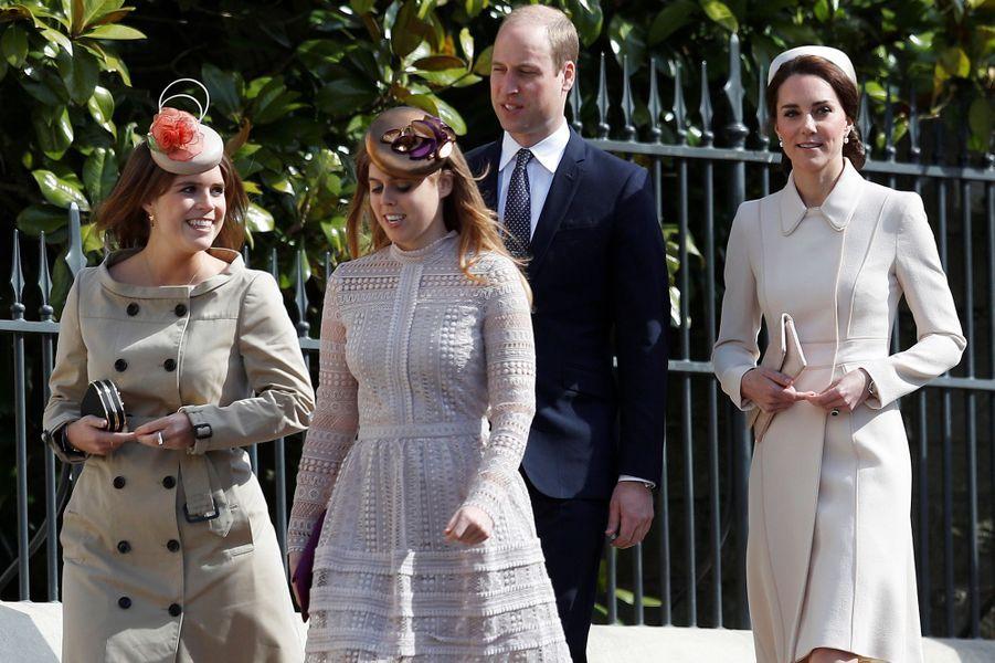La duchesse de Cambridge, née Kate Middleton, le prince William, la princesse Eugenie et la princesse Beatrice à Windsor, le 16 avril 2017.