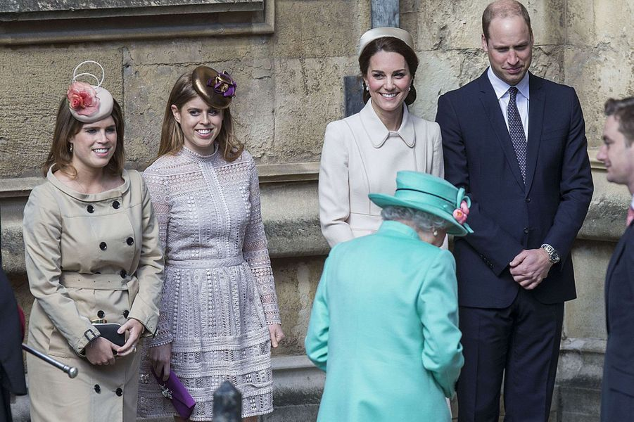 La princesse Eugenie, la princesse Beatrice, la duchesse de Cambridge, née Kate Middleton, le prince William et Elizabeth II, à Windsor, le 16 avril 2017.