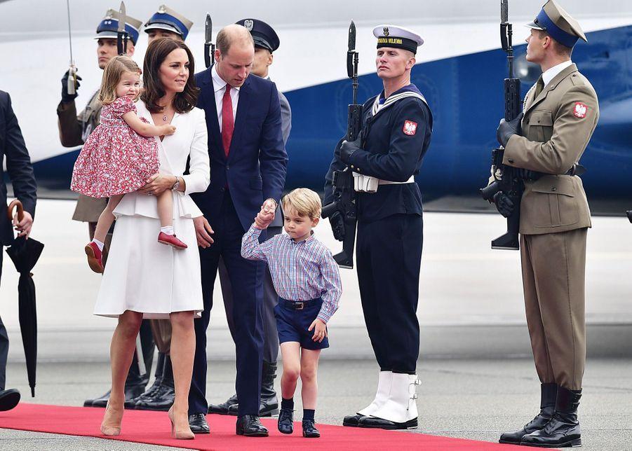 Kate, William, George Et Charlotte Sont En Pologne 1