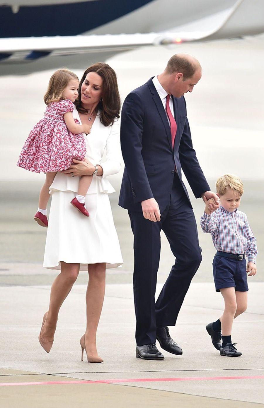 Kate, William, George Et Charlotte Sont En Pologne 10