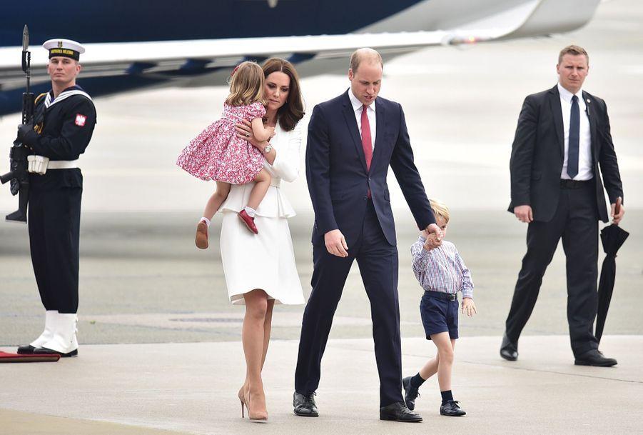 Kate, William, George Et Charlotte Sont En Pologne 27