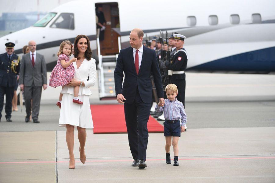 Kate, William, George Et Charlotte Sont En Pologne 42