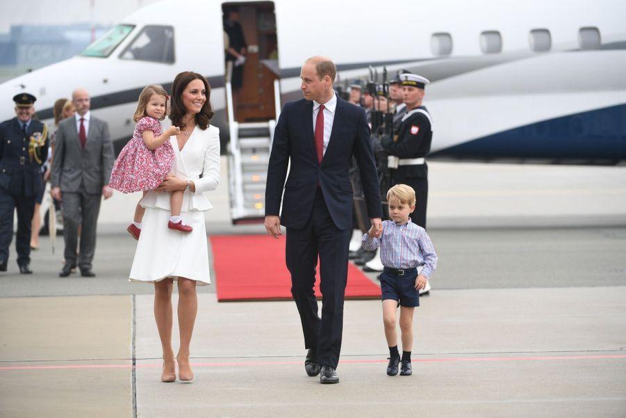 Kate, William, George Et Charlotte Sont En Pologne 43
