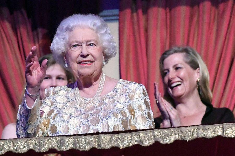 La reine Elizabeth II a 92 ans.