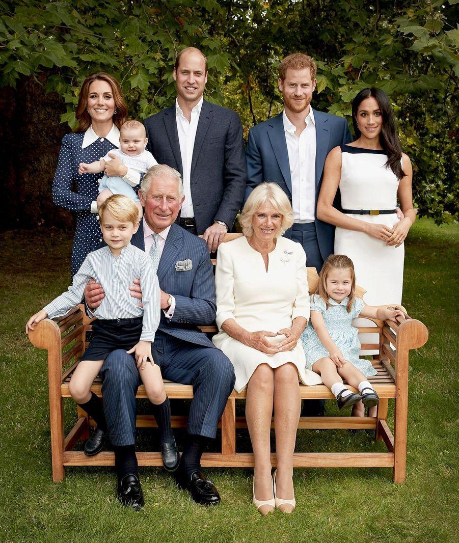 """Photo de famille """"C'était un réel honneur de prendre le portrait officiel de la famille royale, à l'occasion des 70 ans du Prince de Galles. Prise pendant un bel après-midi d'automne, dans les jardins de Clarence House, c'était assurément une photo fun à prendre !"""""""
