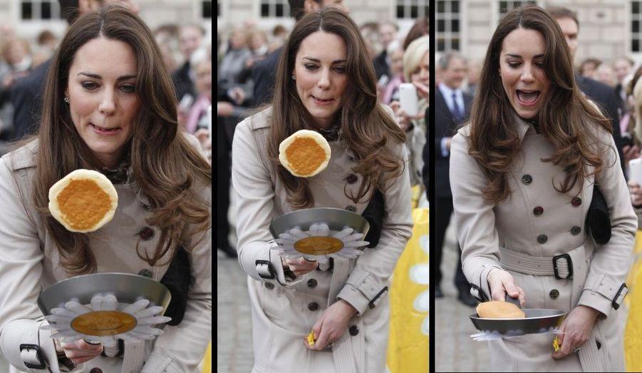 Pour Mardi Gras, Kate et William se sont rendus en Irlande, où ils ont entre deux visites, préparés les crêpes...