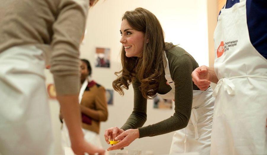 Kate et William se sont rendus le 21 décembre à Centrepoint, une association pour les jeunes sans-abris dont le prince est parrain. C'était la dernière sortie de l'année, avant de gagner la résidence privée de la Reine, Sandringham, où se retire traditionnellement la famille royale pour Noël.