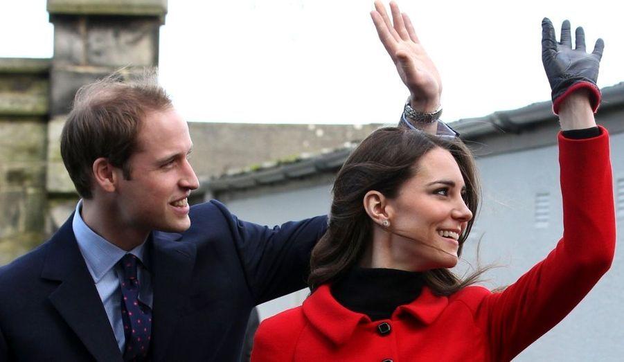 Seconde sortie officielle pour nos fiancés dès le lendemain de la première, le prince William et Kate Middleton avaient lancé les festivités du 600e anniversaire le l'Université de St Andrews, à Fife en Écosse, où ils se sont rencontrés...