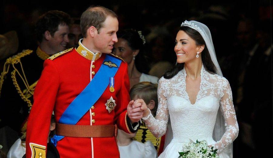 Kate et William apparaissent, sortant de Westminster, main dans la main... et marié !