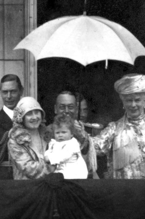 La princesse Elizabeth avec la famille royale britannique, le 27 juin 1927
