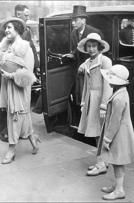 La princesse Elizabeth avec sa mère et sa soeur la princesse Margaret, le 6 avril 1937