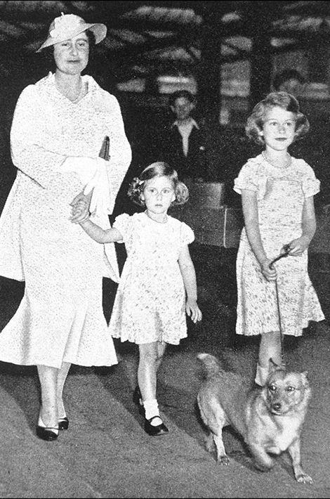 La princesse Elizabeth avec sa mère et sa soeur la princesse Margaret, photo non datée