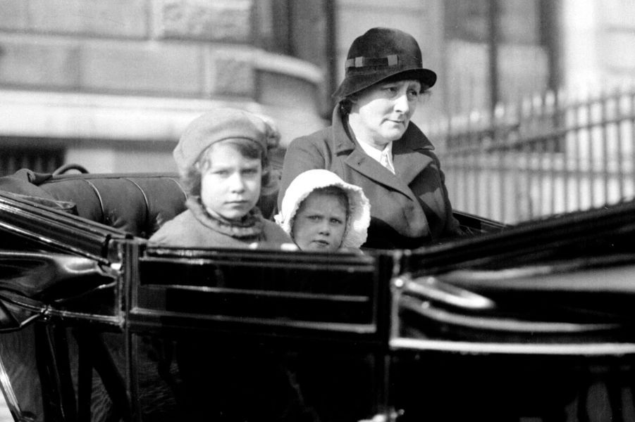 La princesse Elizabeth avec sa soeur la princesse Margaret, en 1933