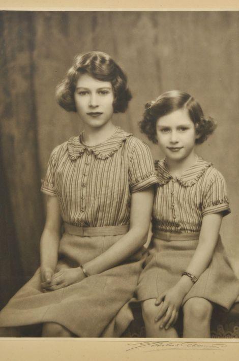 La princesse Elizabeth avec sa soeur la princesse Margaret, en 1939