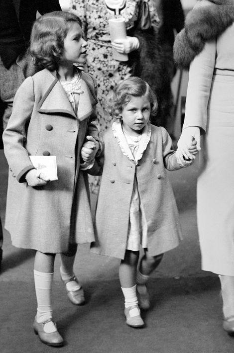 La princesse Elizabeth avec sa soeur la princesse Margaret, le 26 juin 1934