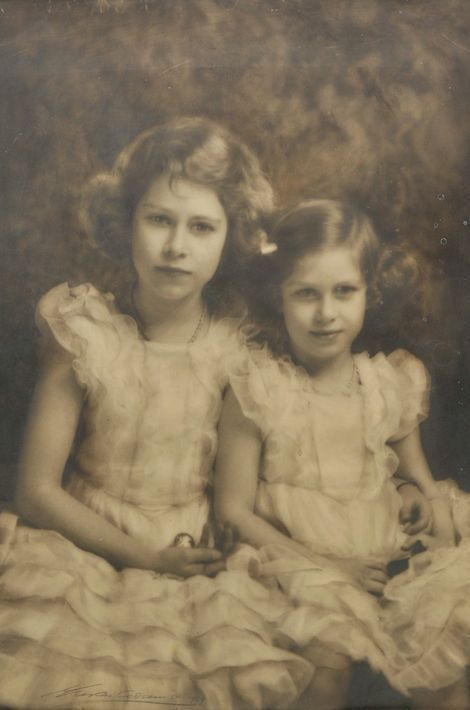 La princesse Elizabeth avec sa soeur la princesse Margaret, photo non datée