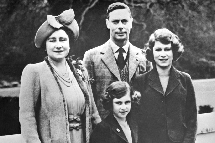 La princesse Elizabeth avec ses parents et sa soeur la princesse Margaret, le 1er janvier 1938