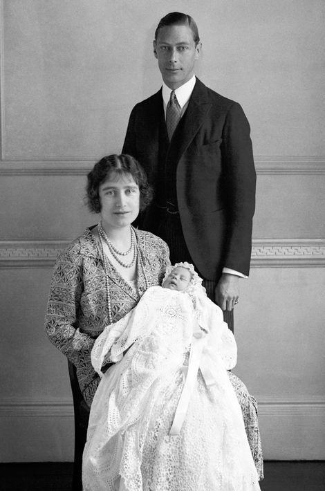 La princesse Elizabeth avec ses parents, le 1er mai 1926