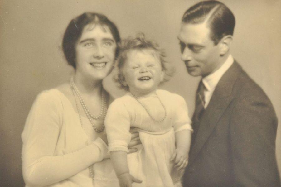 La princesse Elizabeth avec ses parents, photos non datée