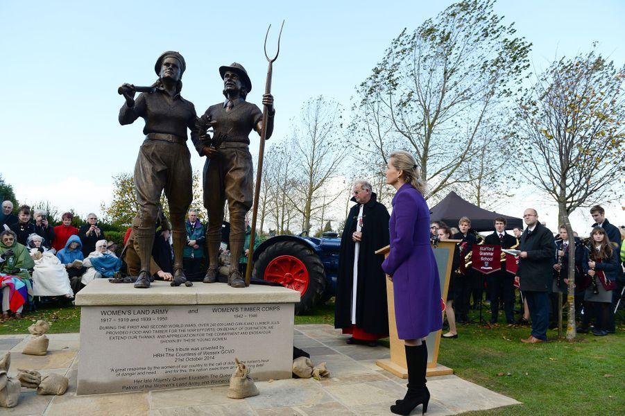 La comtesse Sophie de Wessex rend hommage aux Land Girls au National Memorial Arboretum à Alrewas dans le Staffordhire, le 21 octobre 2014