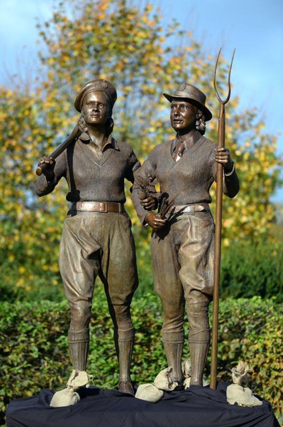 Le monument dédié aux Land Girls au National Memorial Arboretum à Alrewas dans le Staffordhire, le 21 octobre 2014