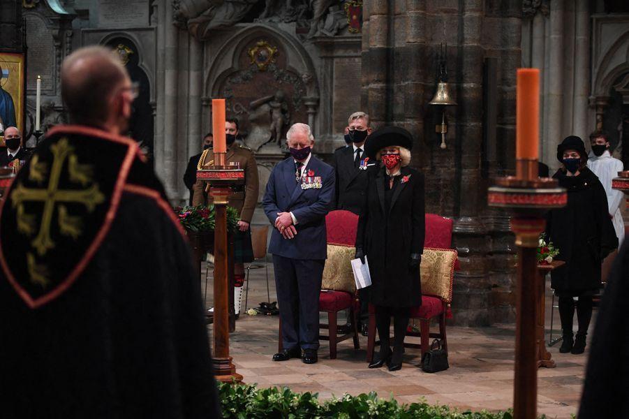 La duchesse de Cornouailles Camilla et le prince Charles dans l'abbaye de Westminster à Londres, le 11 novembre 2020