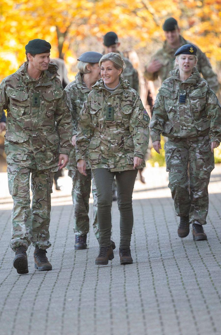 La comtesse Sophie de Wessex, en pantalon kaki et veste de camouflage, à Winchester le 22 octobre 2019