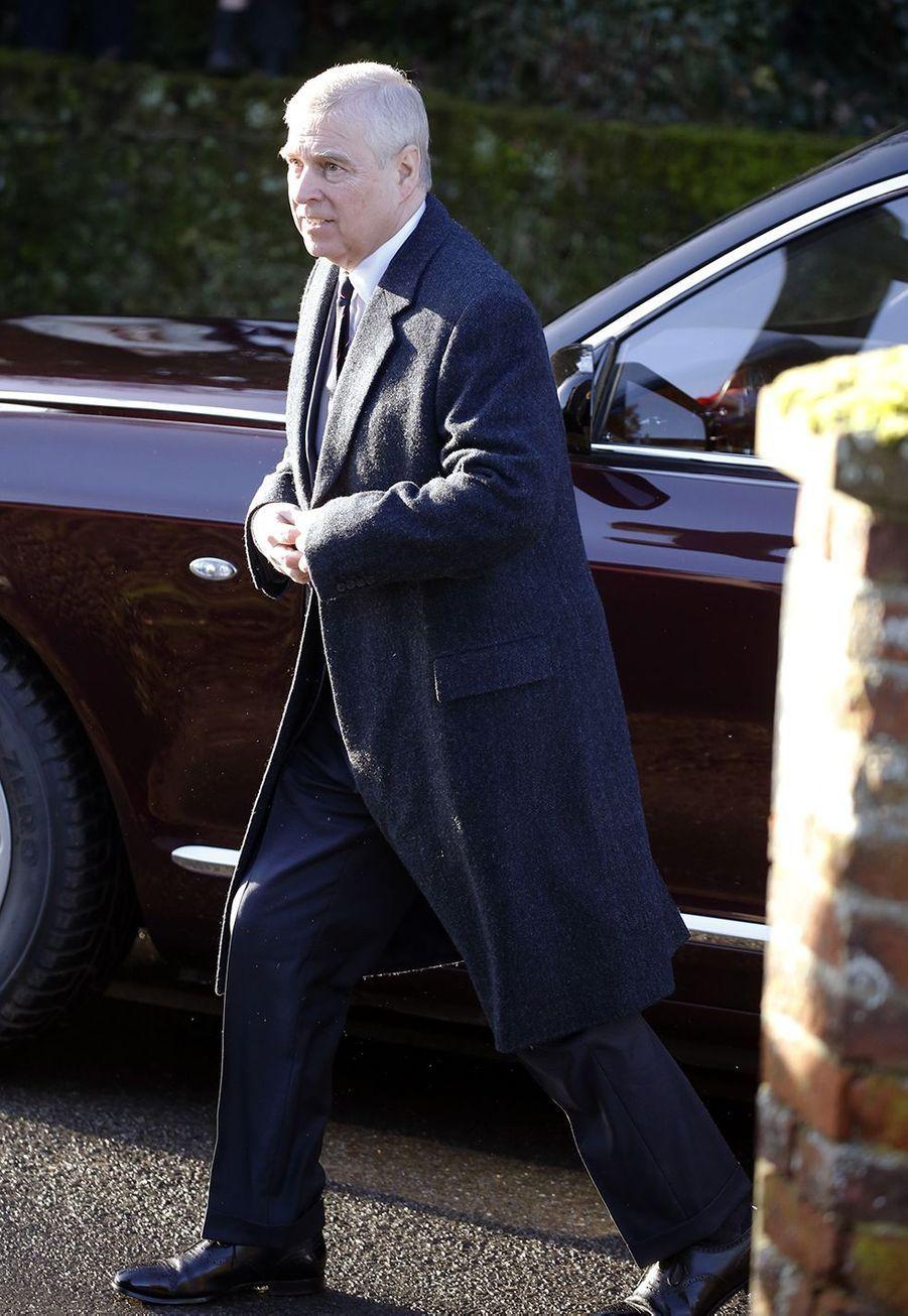 Le prince Andrew a assisté à la messe dimanche avec sa mère, Elizabeth II, àHillington