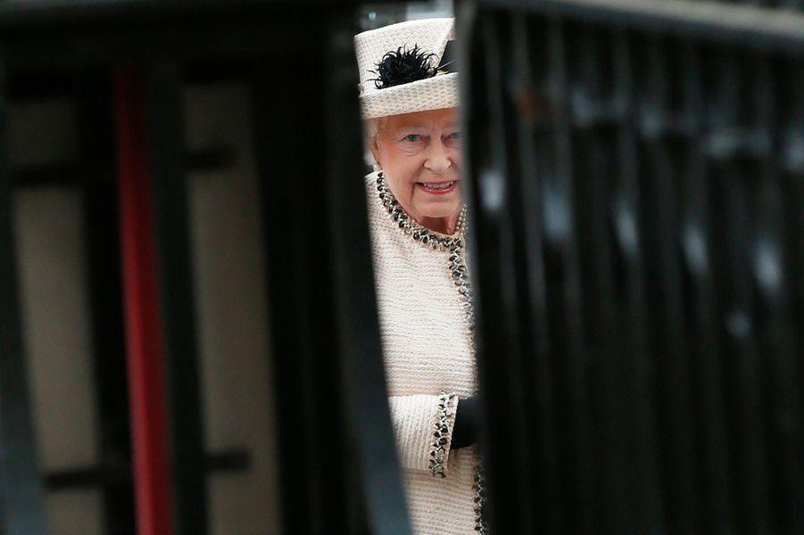 La reine Elizabeth II arrive à l'abbaye de Westminster à Londres pour le Commonwealth Observance service, le 9 mars 2015