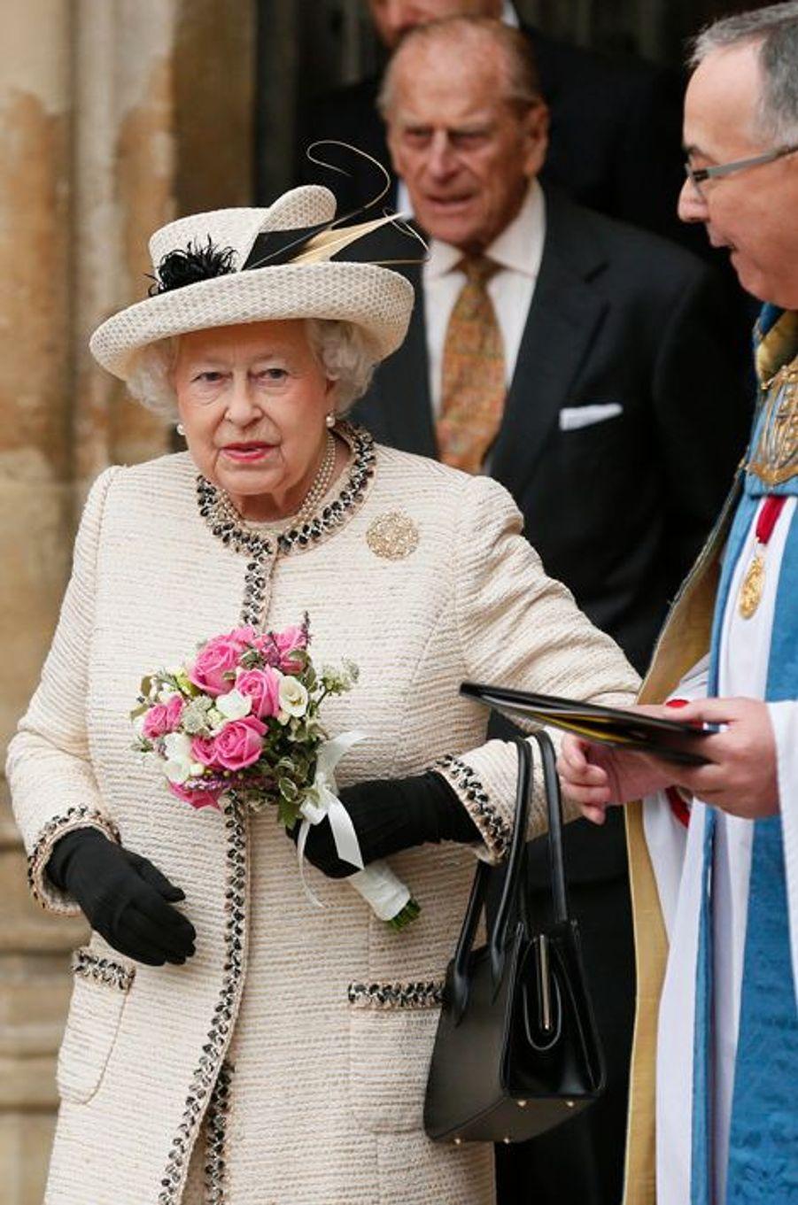 La reine Elizabeth II et le duc d'Edimbourg quittent l'abbaye de Westminster à Londres, le 9 mars 2015