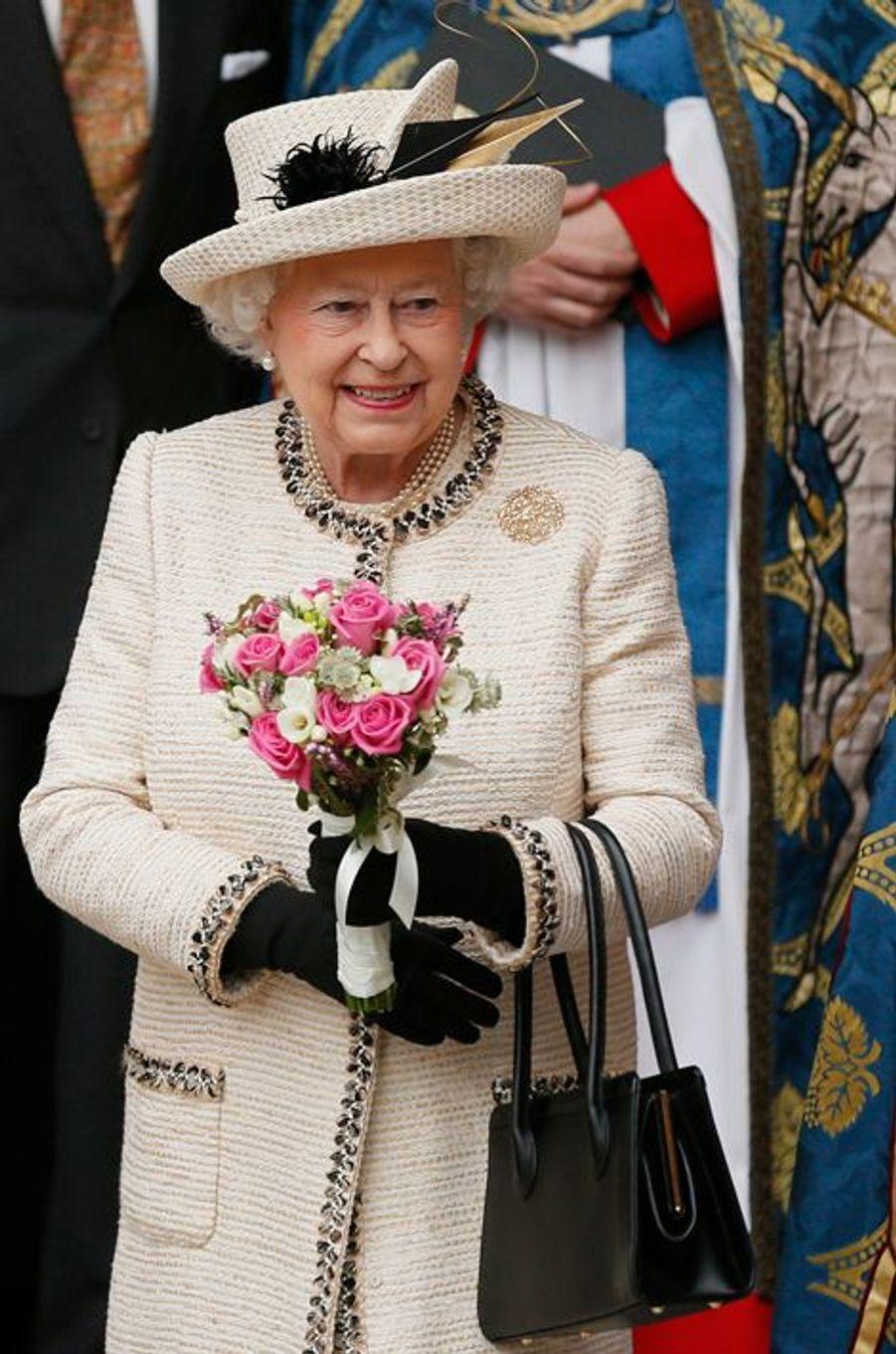 La reine Elizabeth II quitte l'abbaye de Westminster à Londres, le 9 mars 2015