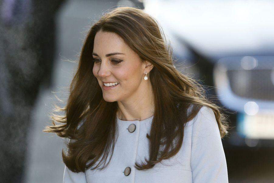 10 La Duchesse De Cambridge, Née Kate Middleton, En Visite À Kensington