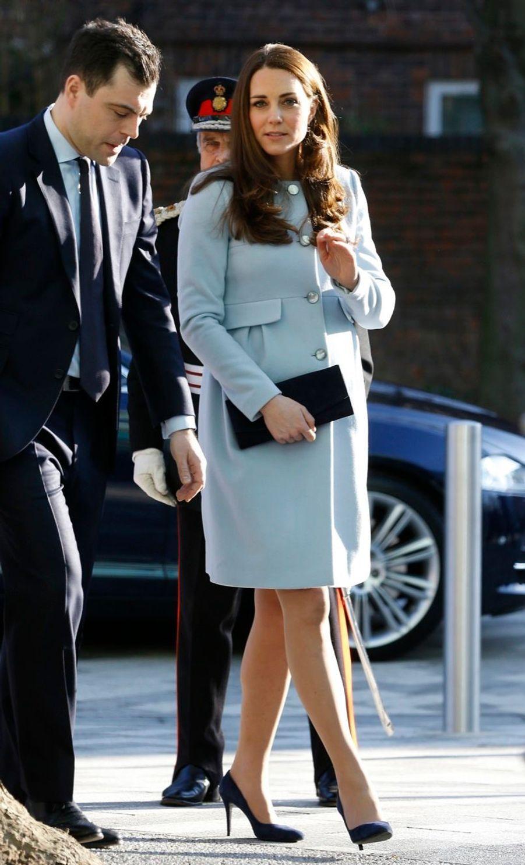 13 La Duchesse De Cambridge, Née Kate Middleton, En Visite À Kensington