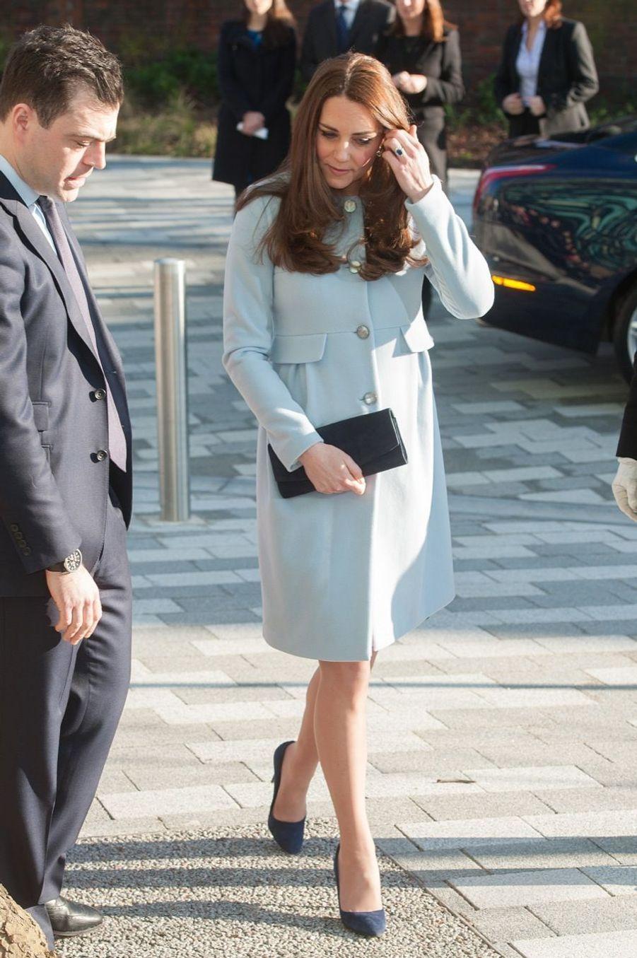 14 La Duchesse De Cambridge, Née Kate Middleton, En Visite À Kensington