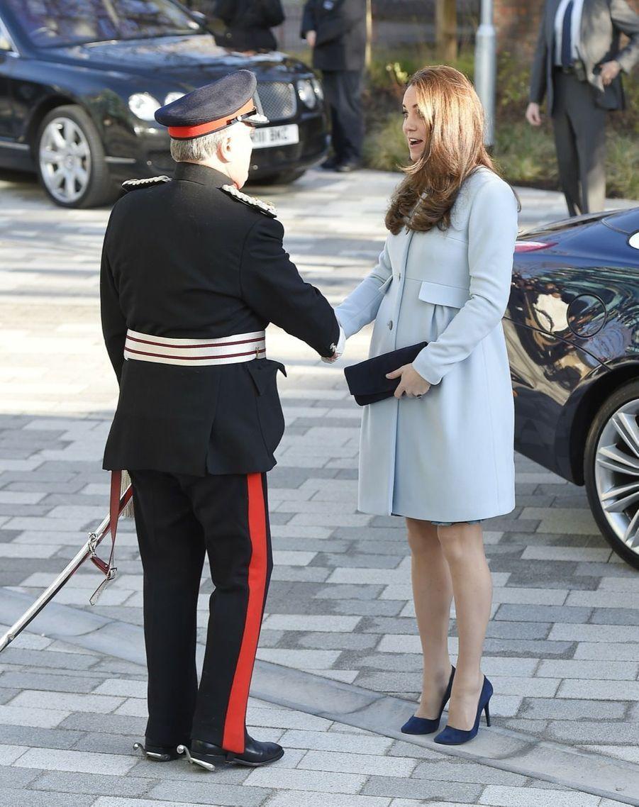 19 La Duchesse De Cambridge, Née Kate Middleton, En Visite À Kensington