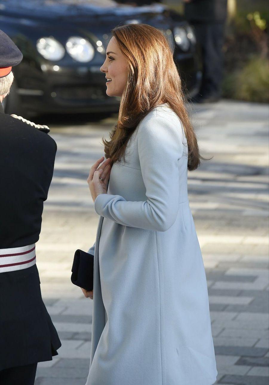 20 La Duchesse De Cambridge, Née Kate Middleton, En Visite À Kensington
