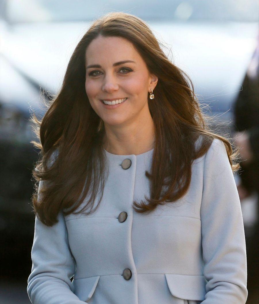 21 La Duchesse De Cambridge, Née Kate Middleton, En Visite À Kensington