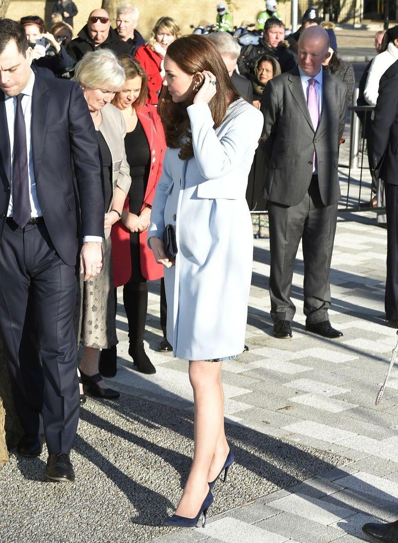28 La Duchesse De Cambridge, Née Kate Middleton, En Visite À Kensington
