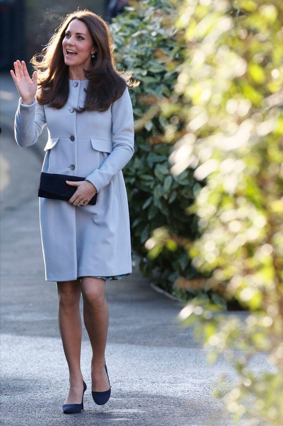 3 La Duchesse De Cambridge, Née Kate Middleton, En Visite À Kensington